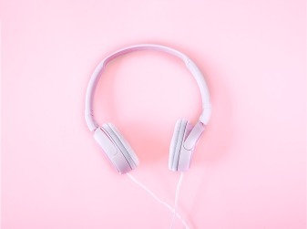 headsets-1971383_960_720.jpg