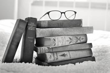 stack-of-books-1001655_960_720.jpg